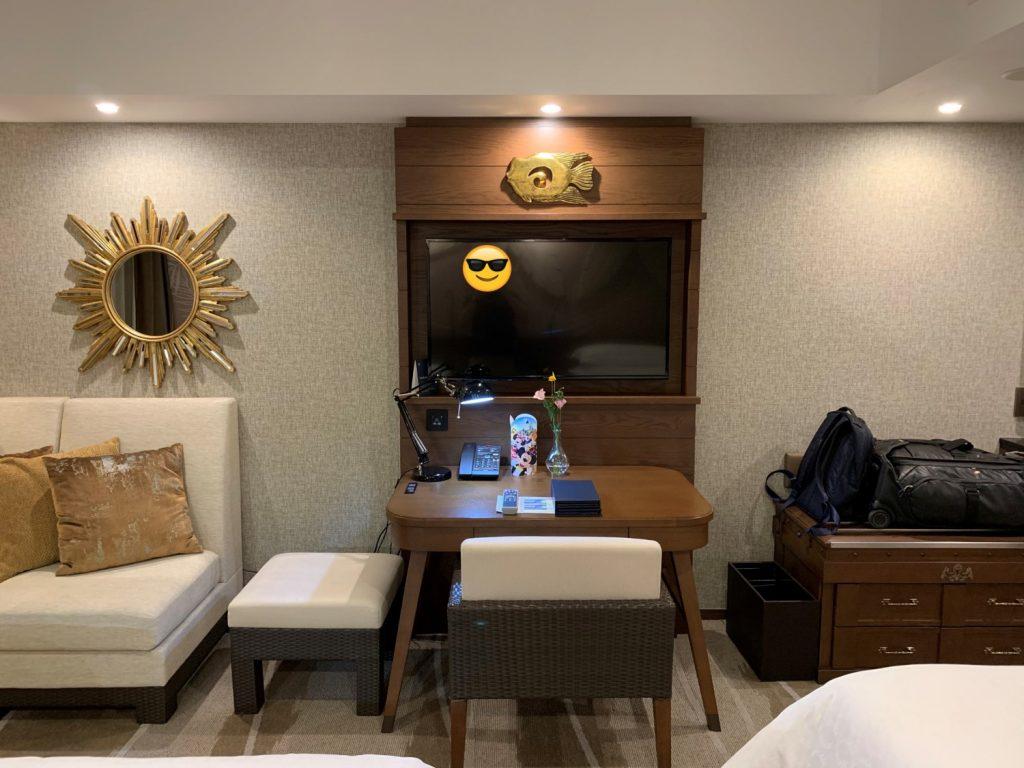 Sheraton Grande Tokyo Bay Hotel-房間沙發、電視和書檯