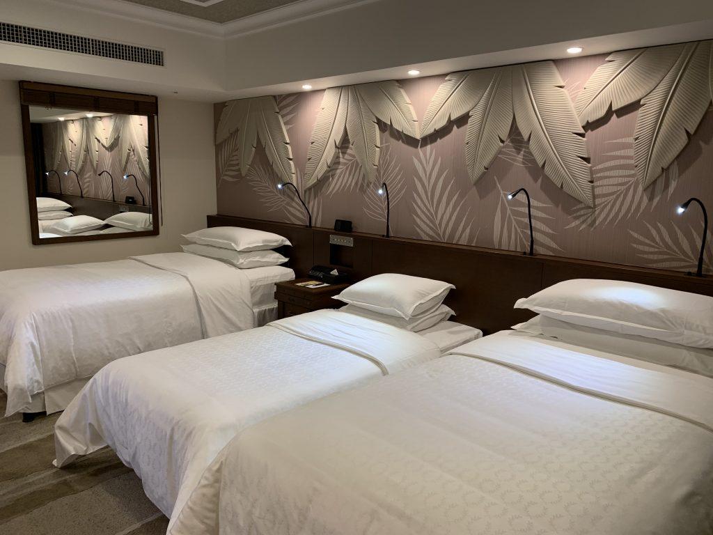 東京灣喜來登大酒店-房間左邊牆上有鏡子
