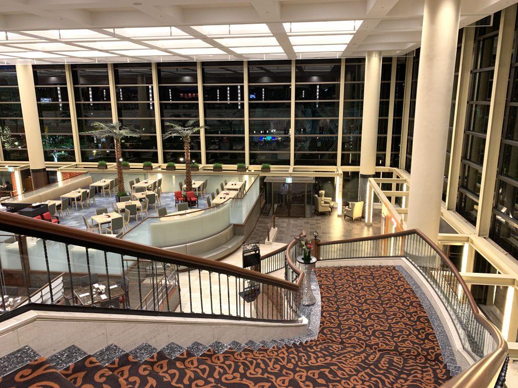 東京灣喜來登大酒店Grand-Café-通往餐廳的樓梯