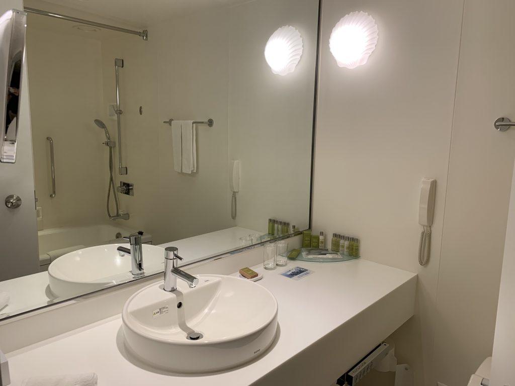 Hilton Tokyo Bay-浴室光猛明亮