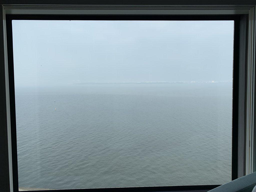 東京灣希爾頓酒店-是次天氣不太好,所以房間外東京灣日間景色一片模糊
