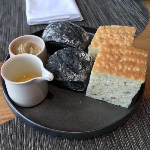 午餐有餐前麵包