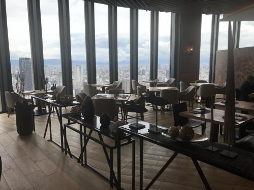 餐廳坐擁大阪都市景致