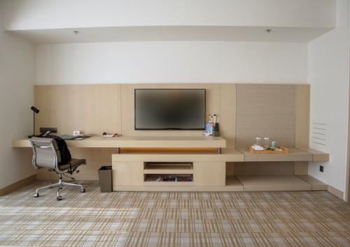 房間空間寬敞,隔離書枱都有段隔離