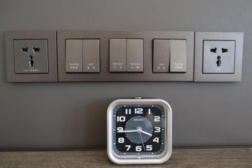 床頭電制&燈制位,可以係到熄全房燈