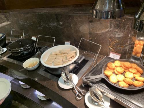 西式香腸和薯餅