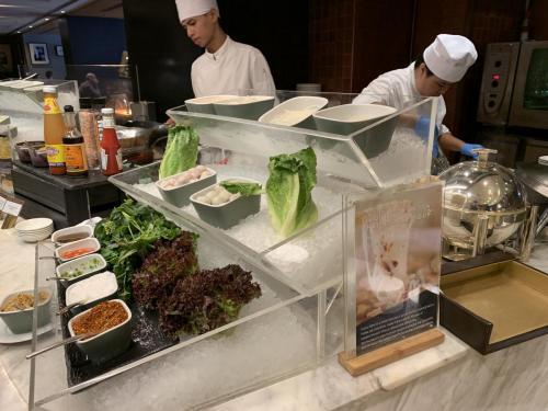 泰式湯河即叫即煮,可自選配菜及調味料
