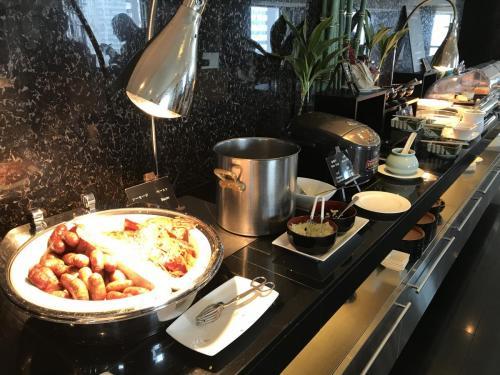 早餐西式腸、煙肉及日式飯