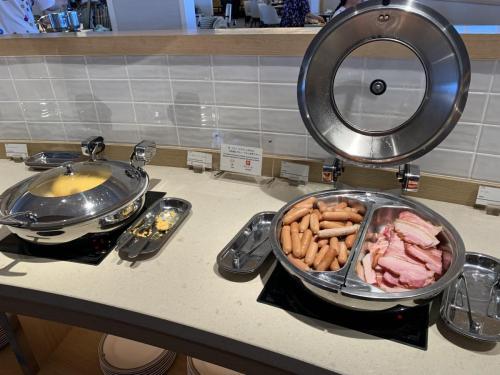 早餐有西式香腸和煙肉