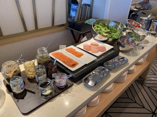 早餐有西式泠盤和沙律