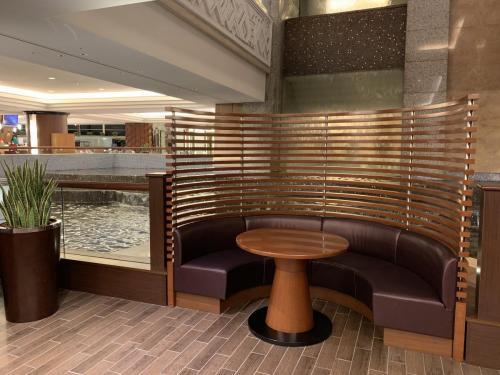 酒店大堂有半圓形沙發