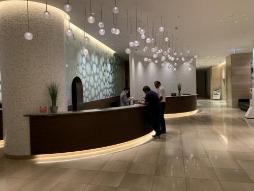酒店接待處都有不少外藉遊客