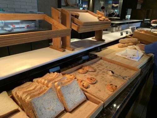 早餐有麵包西餅