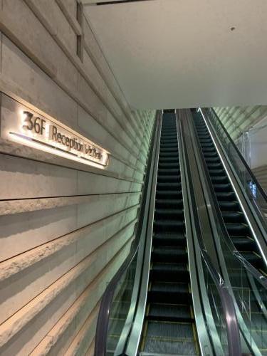 酒店電梯通往位於36樓的酒店接待處