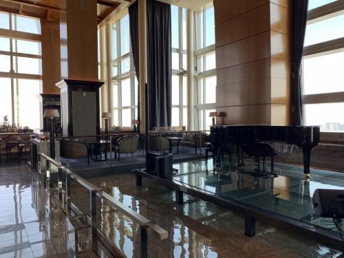 酒店酒吧有鋼琴