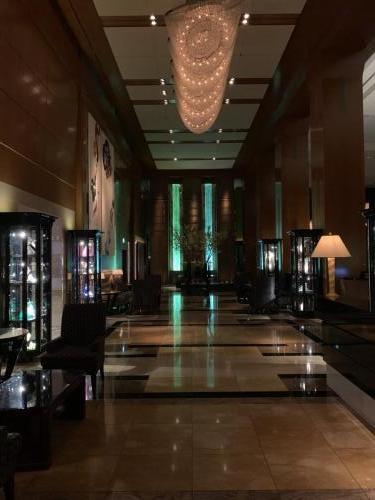 酒店大堂旁邊是Lobby Lounge,遠處盡頭是酒吧