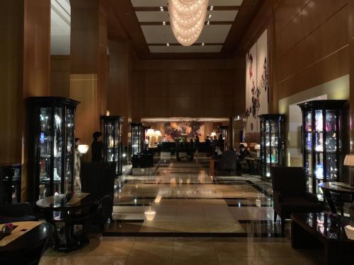 酒店接待處,位於酒店大堂45樓