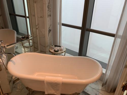 珠海瑞吉景觀浴缸