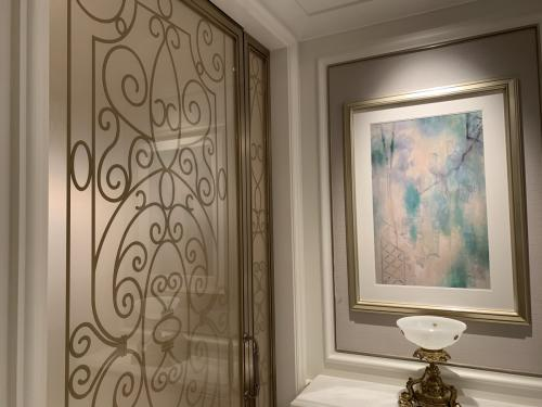 珠海瑞吉Deluxe room-一入門左邊為浴室