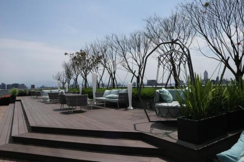 平時鐘意哂下太陽既可以行出酒廊室外坐下