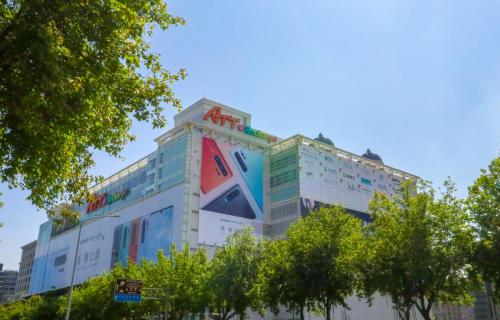 除左美麗華商場,附近仲有其他大型商場