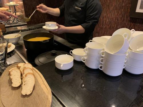 餐包配湯,不過唔太好飲