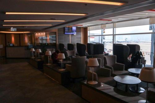 紫荊堂面積唔算好大,不過大部分位都可以望到停機坪