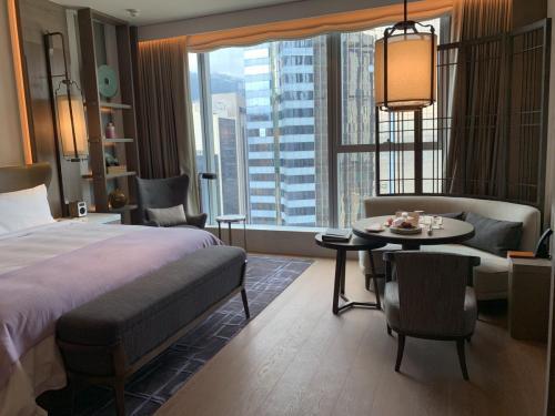 St Regis Hong Kong Deluxe King (7)